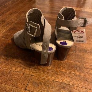 Unisa beige open toe booties - Size 8 1/2